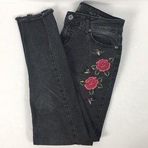 Black Embroidered True Craft Skinny Jeans Size 7